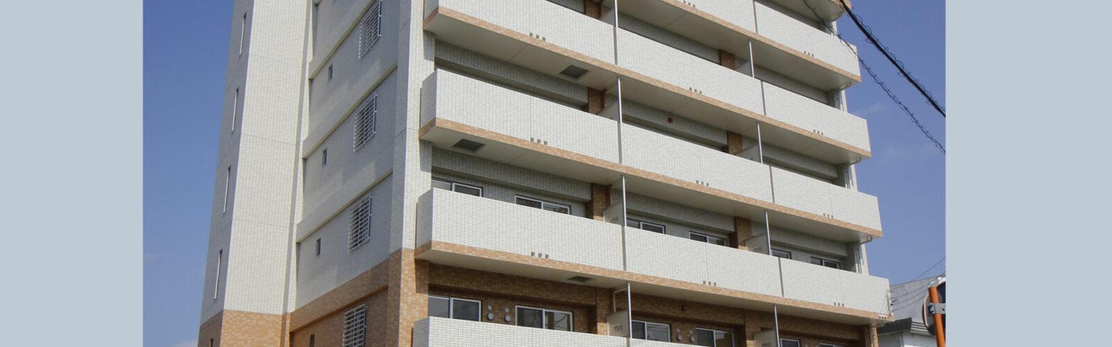 敷地いっぱいの難しい配置計画をクリアし 全戸収納たっぷりのゆったり1LDKマンションに!
