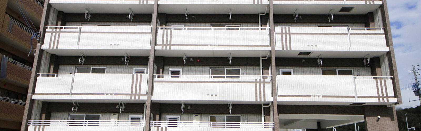 二面性のある外観タイルデザインがポイント。機能性・防犯性も充実した全戸2LDKの共同住宅。