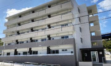 広い敷地に有効的に建物と駐車場を配置。入居者の利便性を高めた住宅兼賃貸マンション