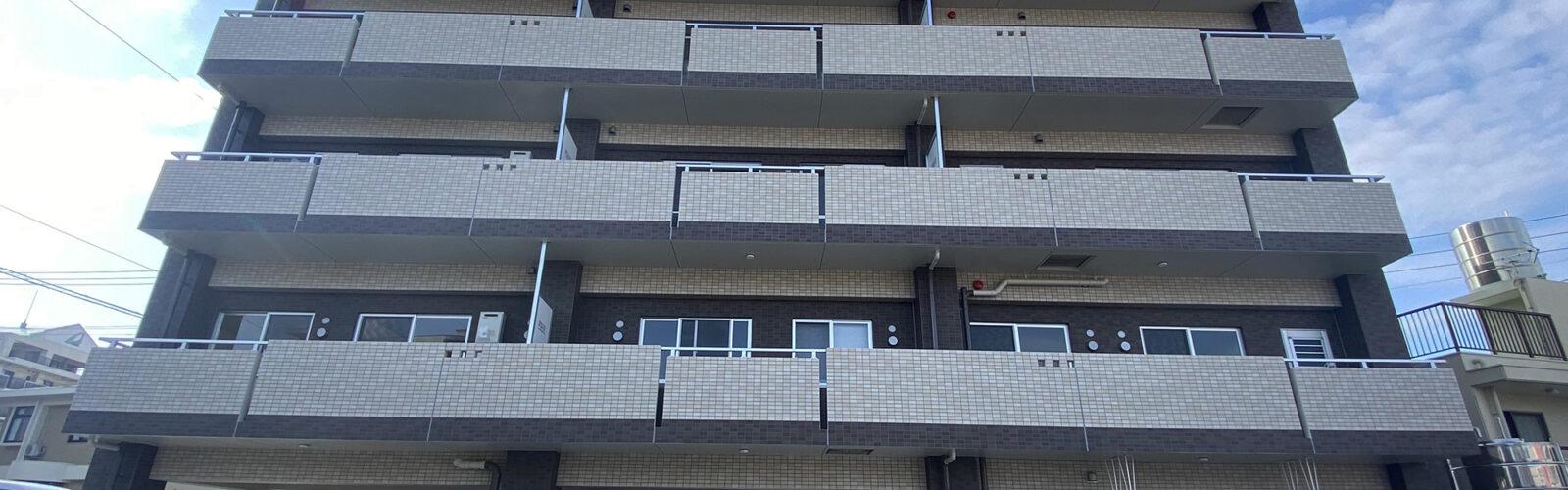 限られた土地を有効活用し、姉弟2人のオーナーが入居する住宅兼賃貸マンションに。